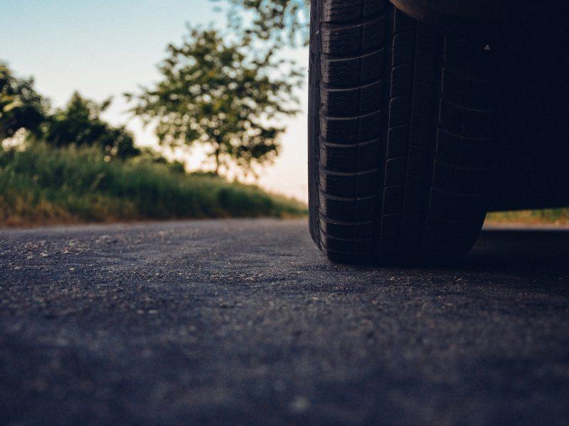 Rodzaje bieżników w oponach samochodowych