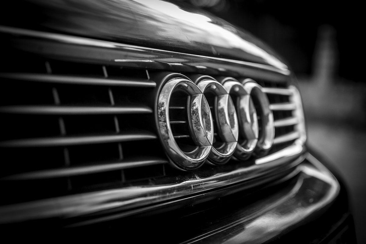 Co powinna zawierać umowa sprzedaży samochodu?