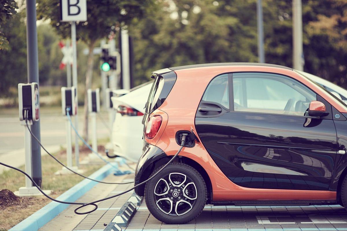 Jak złożyć wniosek o dopłatę do samochodu elektrycznego?