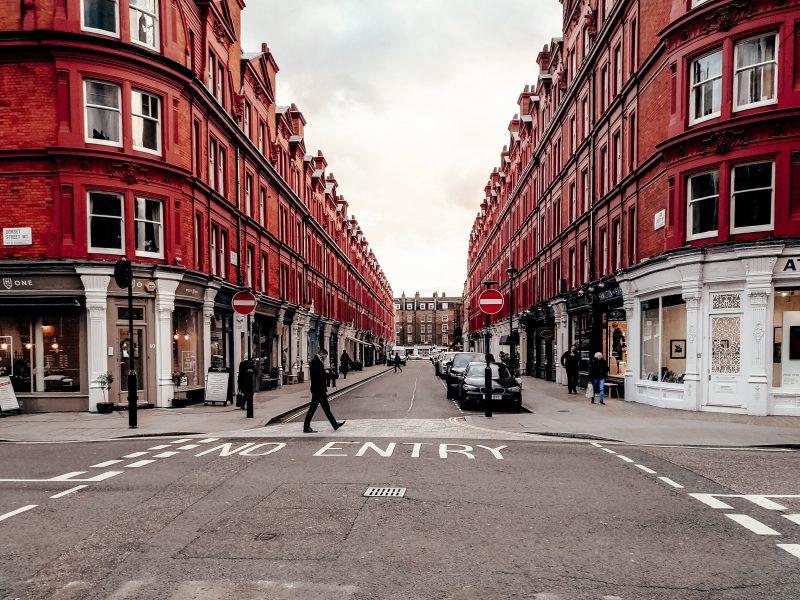 Wielka Brytania. Zakaz na nowe samochody spalinowe wejdzie w życie w 2030 roku