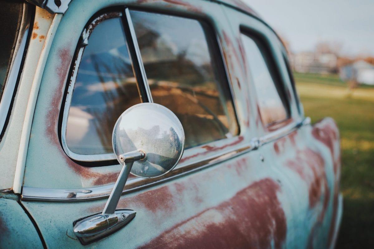 Handel. Wzrasta wiek samochodów sprowadzanych do Polski