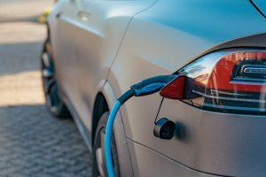 Dalszy rozwój elektromobilności wymaga rządowych programów wsparcia