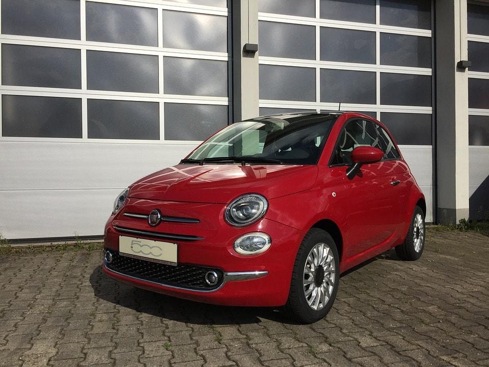 Mały samochód dla faceta — w tym maluchu tkwi moc!