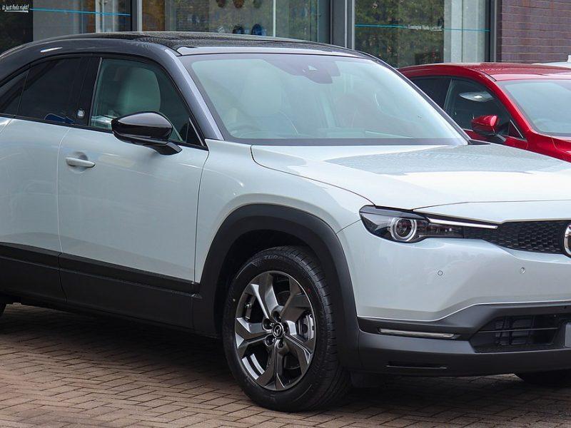Raport Mazdy. Kto kupuje samochody elektryczne w Polsce?