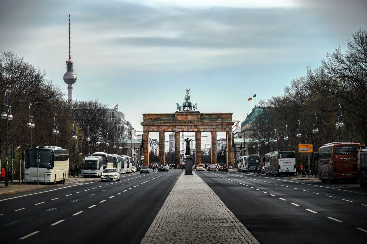 Niemiecki internetowy salon samochodowy podbija Polskę