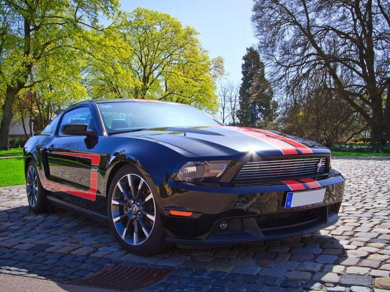 Najbardziej niezwykłe pojazdy w polskich salonach – te auta się wyróżniają!