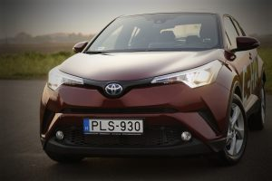 Toyota C-HR – wady i zalety tego hybrydowego pojazdu