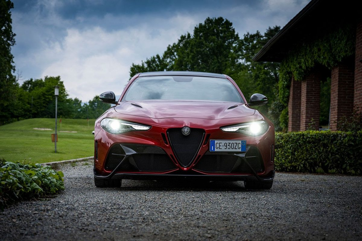 Alfa Romeo odkrywa mocne karty: Giulie GTA i GTAm, 5-letnia gwarancja i  ambasador Robert Kubica
