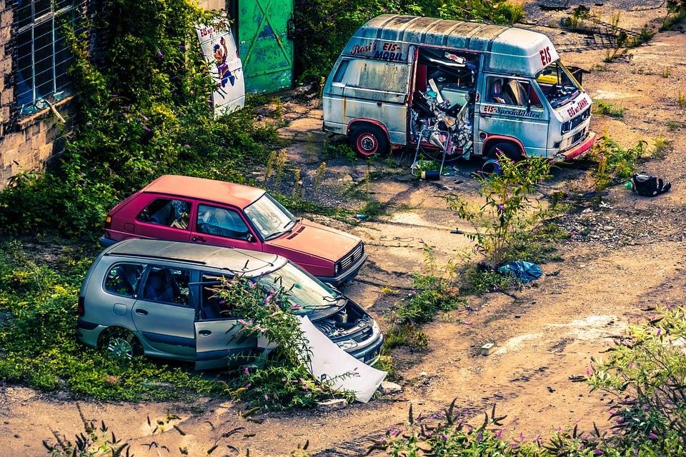 Kiedy warto naprawiać a kiedy skasować auto?