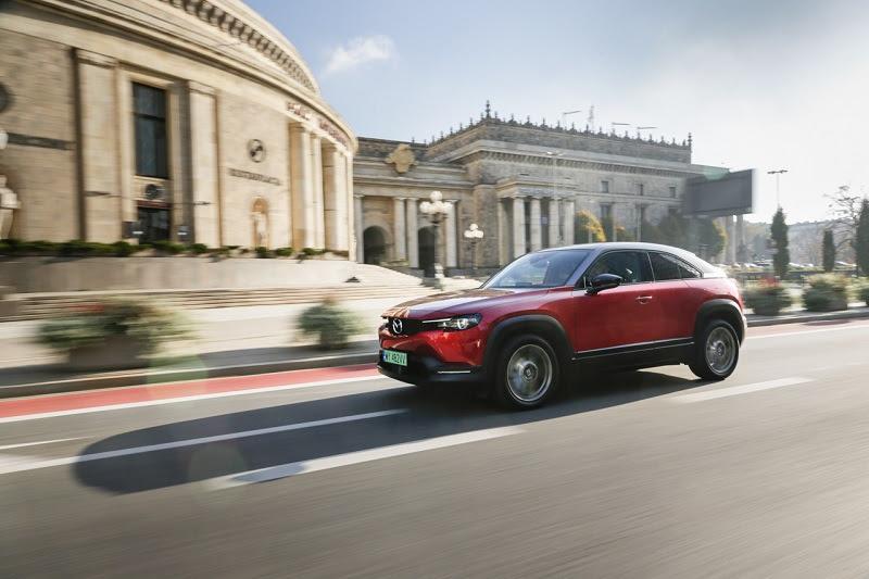 Mazda MX-30: pierwszy elektryk w cenie benzynowego odpowiednika. Wszystko dzięki ekodopłacie!