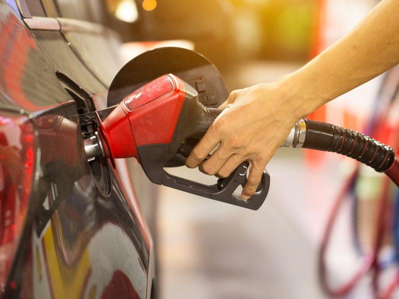 Jak zaoszczędzić na wydatkach związanych z paliwem?