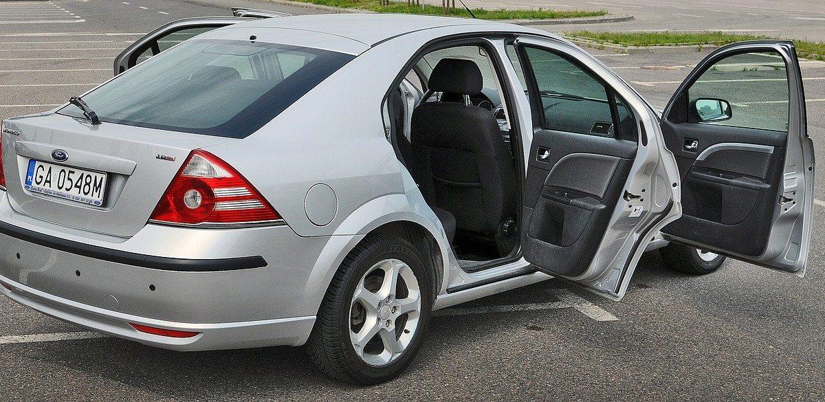 Pojazd do pracy za 2000 złotych — jak znaleźć sprawny pojazd i na jakie modele zwrócić uwagę?
