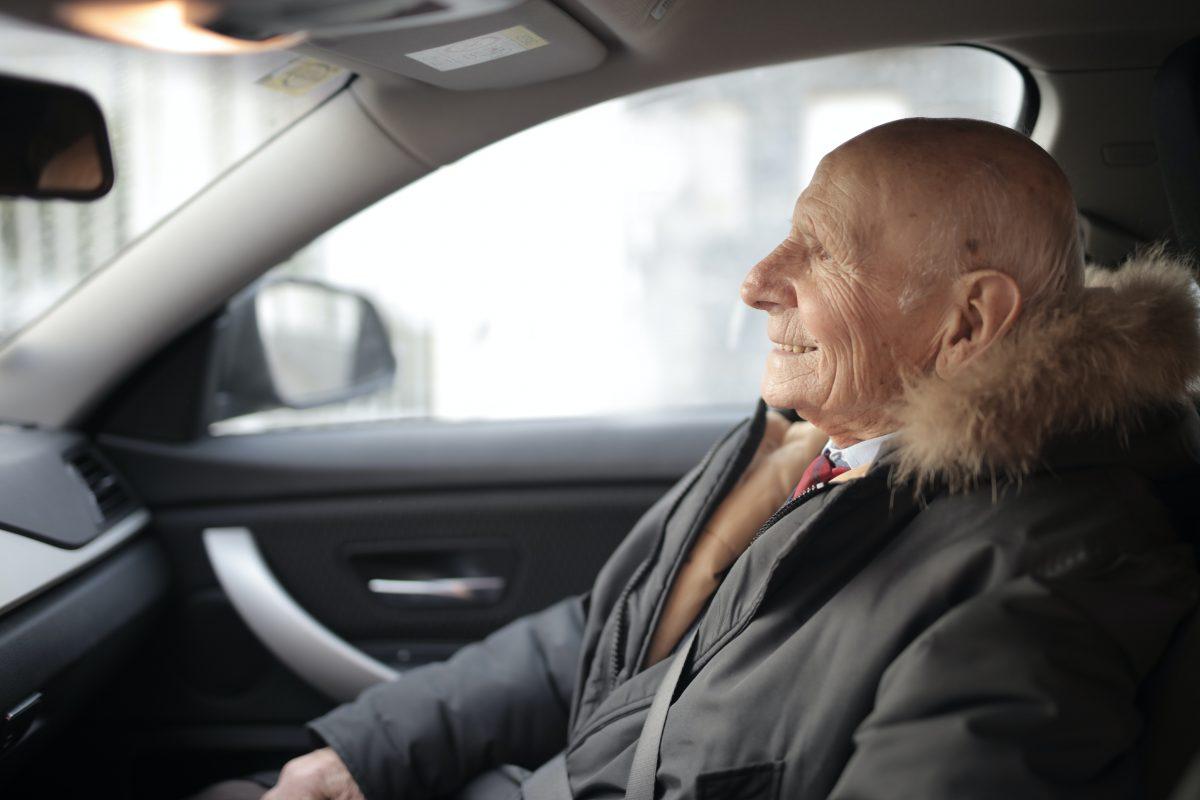 Bezpieczny samochód dla seniora z salonu – oto nasze propozycje!